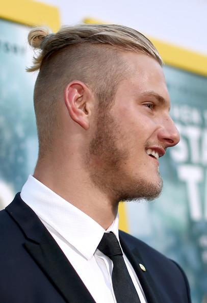 Top Knot Fryzura Samuraja Wikinga Bjorn Lothbrok Haircut