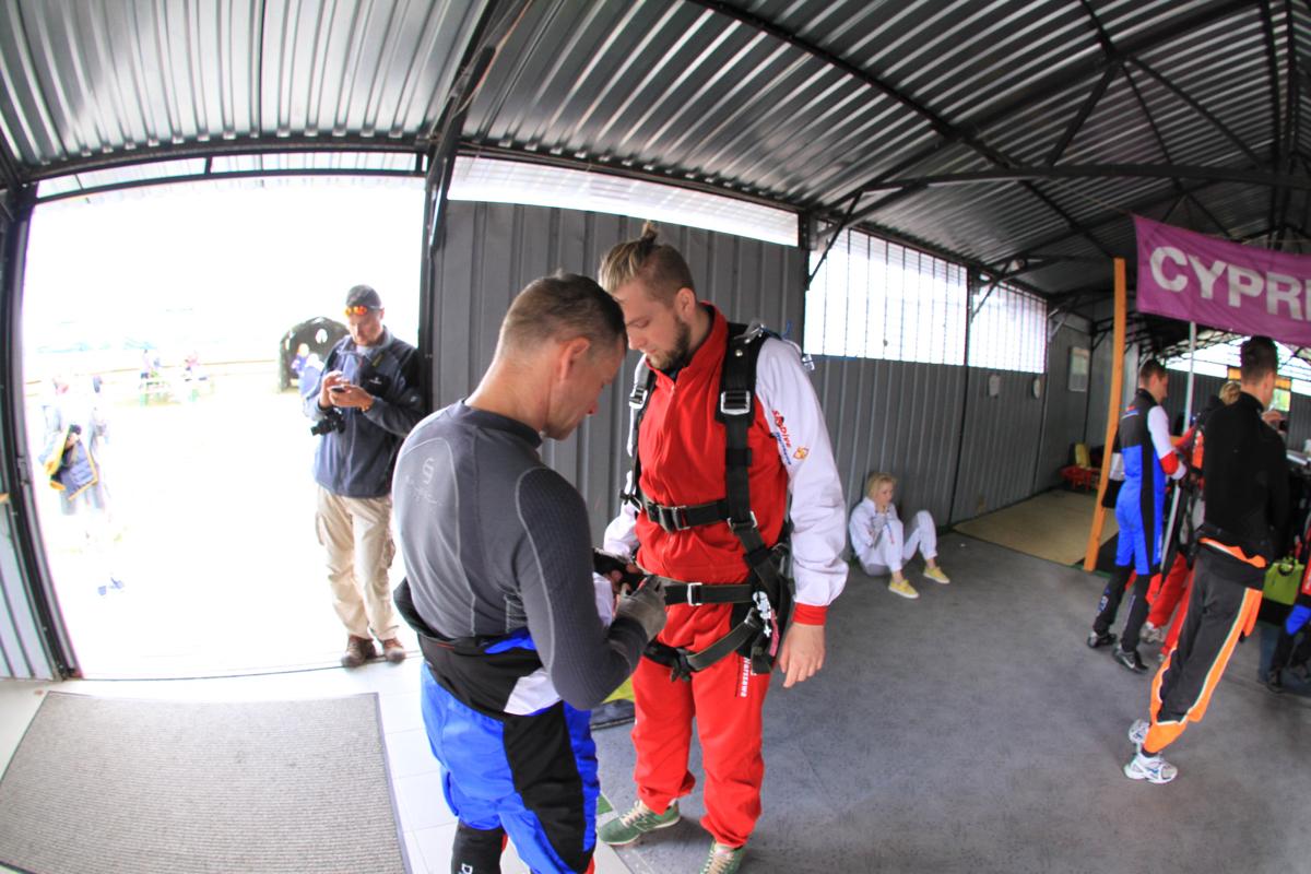 skok ze spadochronem - przygotowania 2