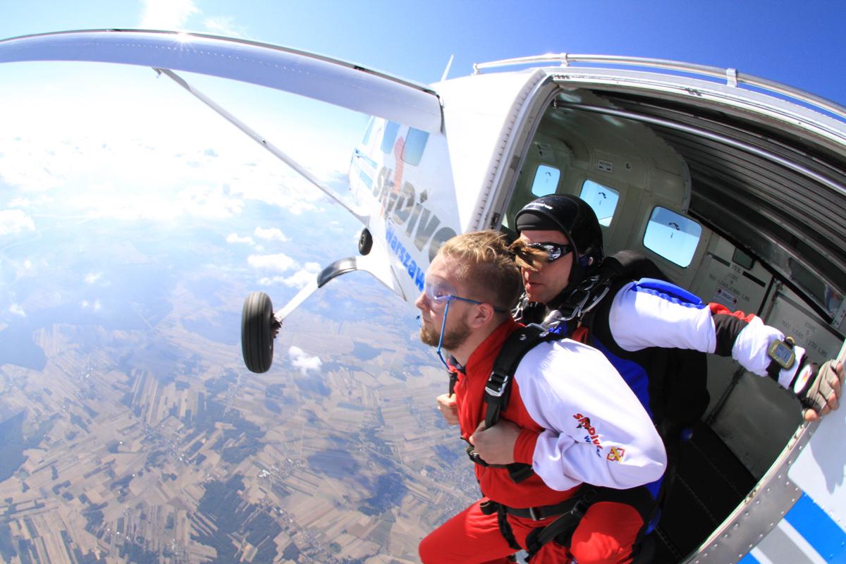 tandemowy skok ze spadochronem