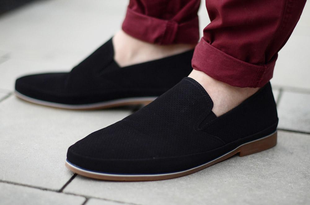 meskie czarne wsuwane buty