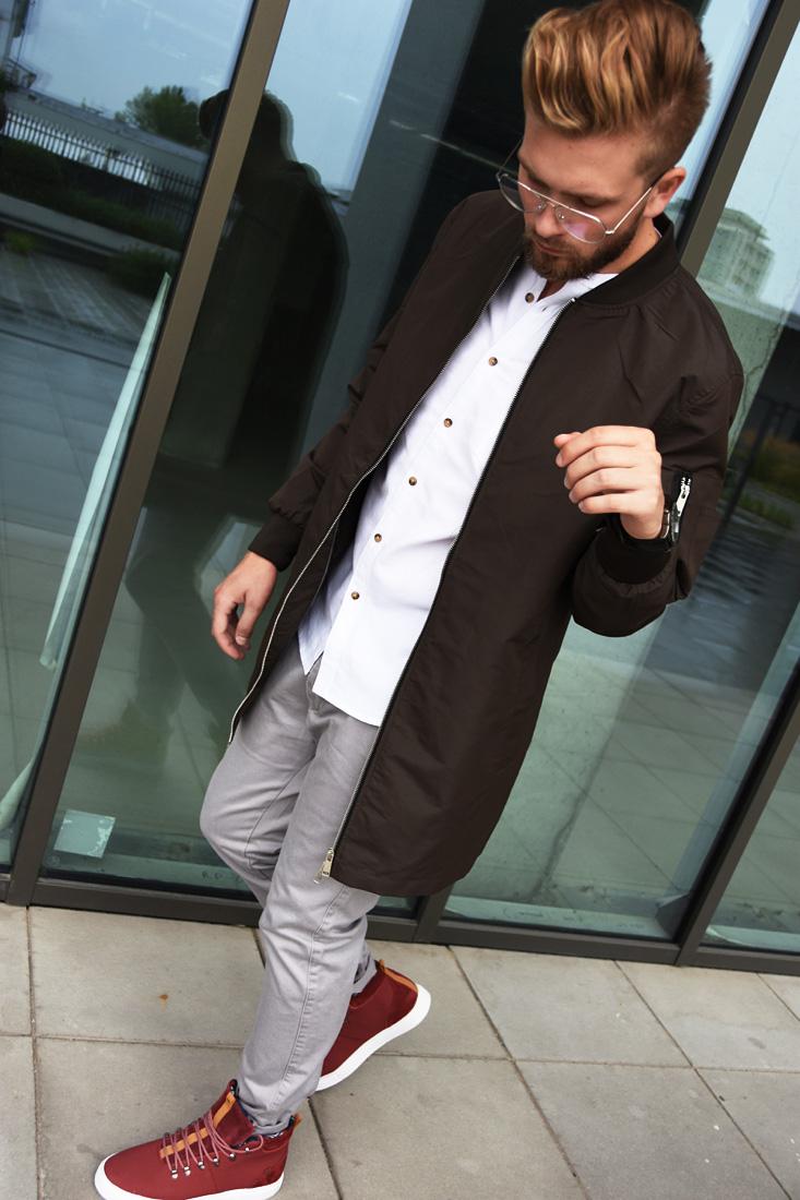 koszula i sneakersy bordowe czerwone
