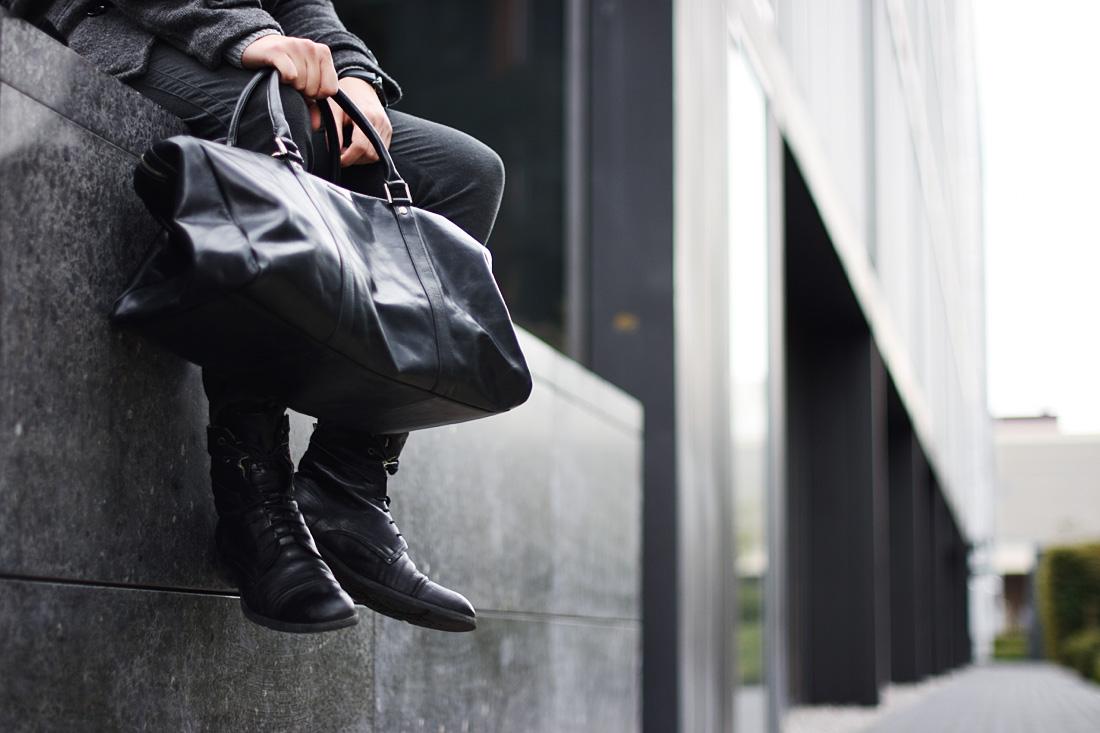 czarna-meska-torba-skorzana-i-buty-oficerki