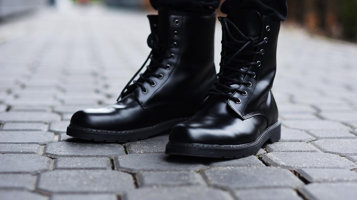 men-black-shoes-boots
