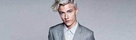 Szare/siwe włosy u mężczyzny