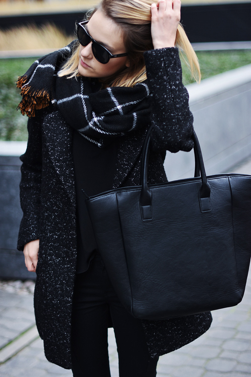 woman-style-black-all-aoutfit
