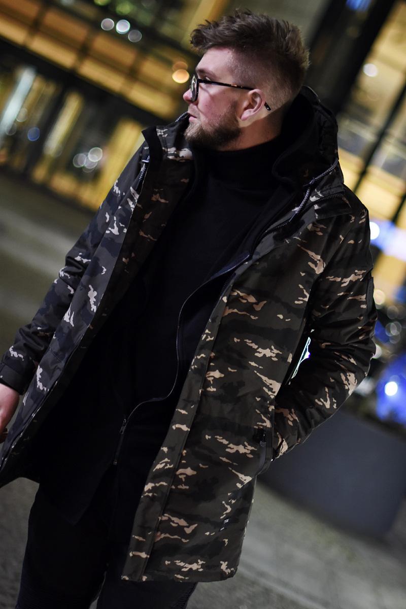 zima-stylizacja-meska-z-kurtka-moro