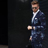 kolorowy garnitur meski jak ubrac