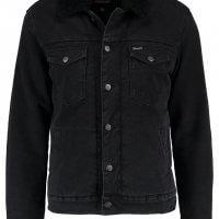 czarna kurtka jeansowa wrangler
