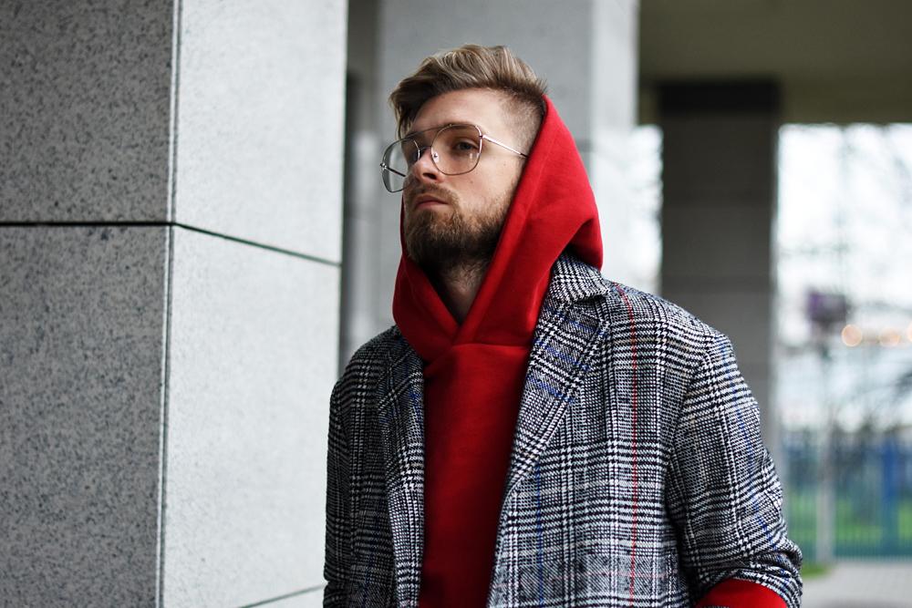 czerwona meska bluza jak nosic