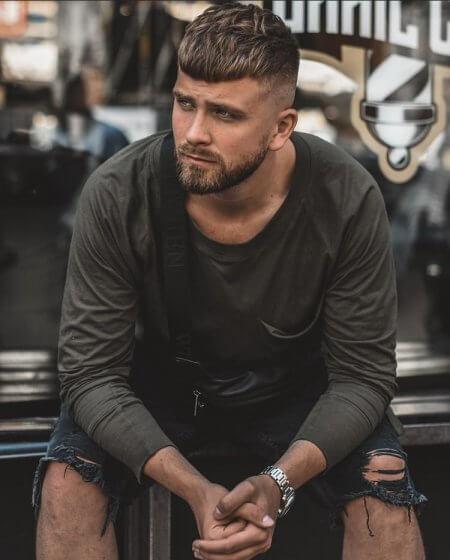 Fryzury męskie na lato 2021 - Męskie fryzury na wakacje