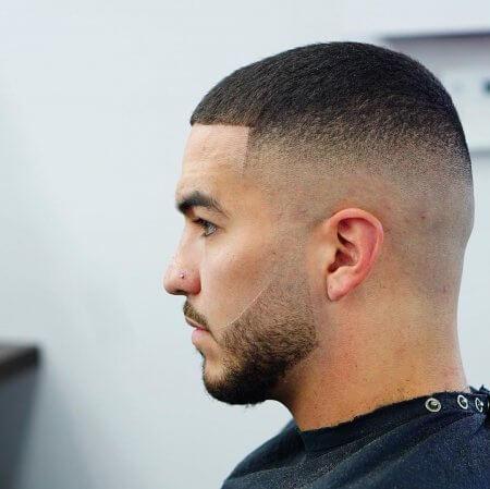 Buzz Cut – krótka fryzura męska. Do kogo pasuje fryzura na żołnierza?